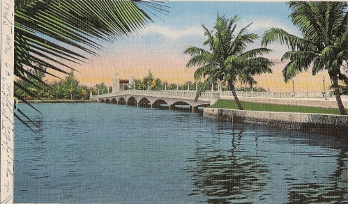 Linen postcard from 1937 shows bridge between Miami Beach and Belle Isle