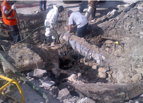 City crews work to restore water service (photo by Miami Beach Twitter account).